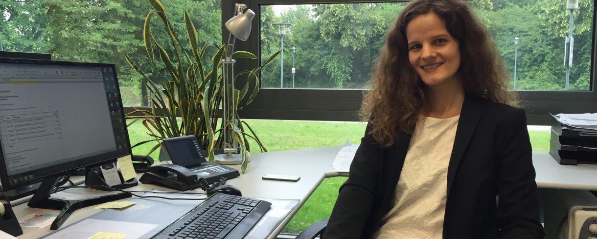 80% der Arbeit findet am Schreibtisch statt: Event Direktorin Stephanie Baudler in ihrem Büro